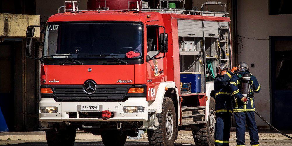 Σε εξέλιξη πυρκαγιά σε διαμέρισμα στη Βούλα