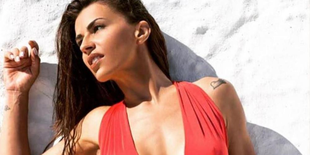 Η Χριστίνα Κολέτσα στην ξαπλώστρα με ολόσωμο μαγιό [εικόνα]
