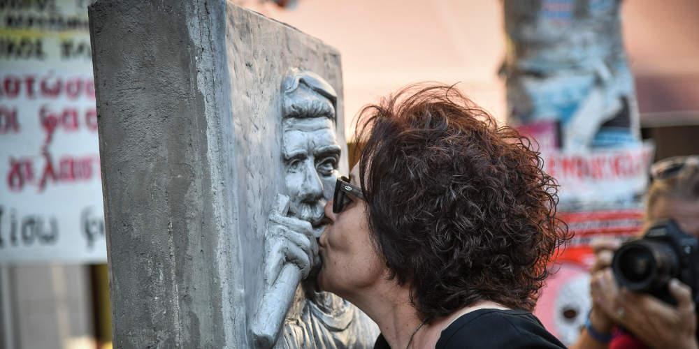 Αυτοψία του «Ε.Τ.» στη γειτονιά του Παύλου Φύσσα – Τι λέει η μητέρα του, Μάγδα