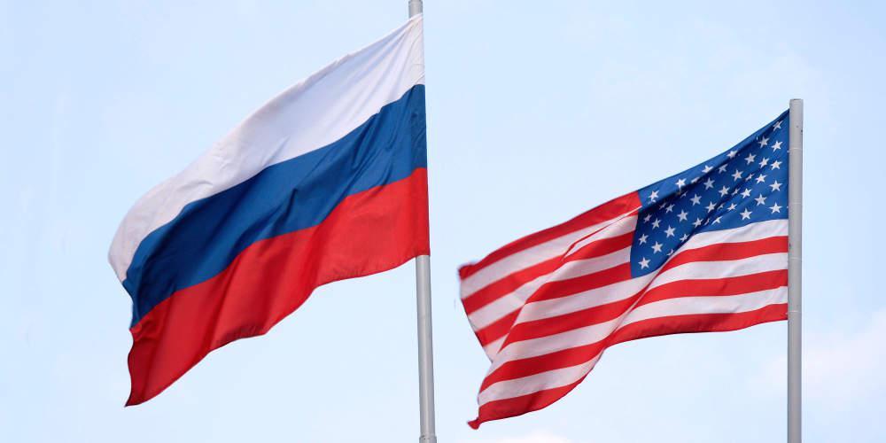 Σχεδόν το 50% των Ρώσων αντιμετωπίζουν θετικά τις ΗΠΑ και την ΕΕ