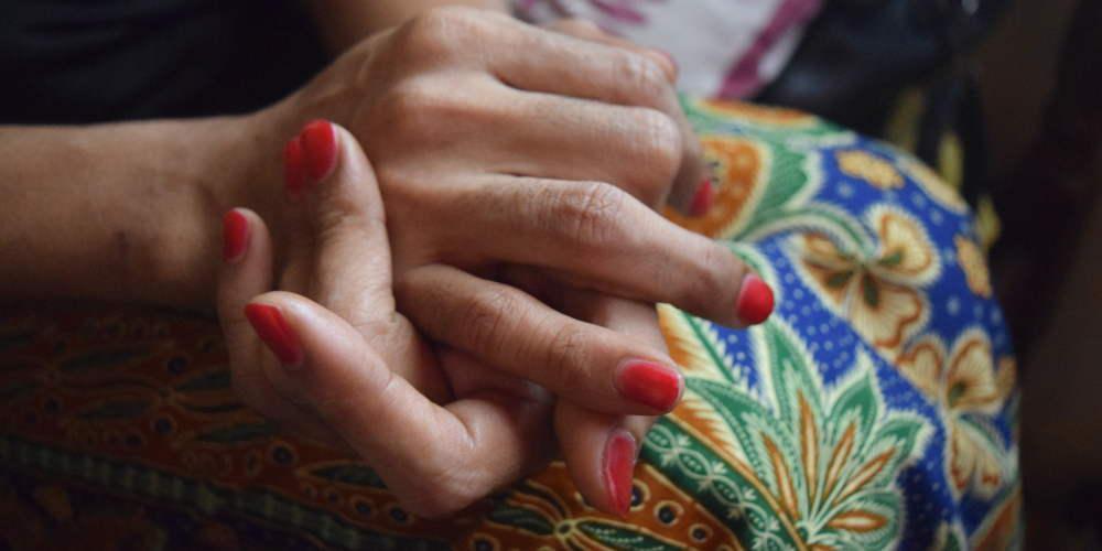 Με βουρδουλιές τιμωρήθηκαν για τον λεσβιακό τους έρωτα δύο γυναίκες στην Μαλαισία