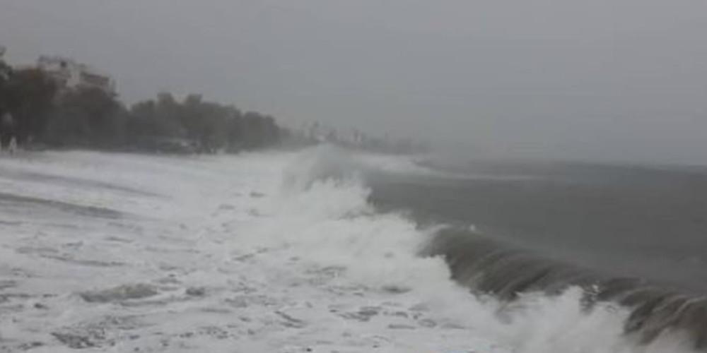 Συναγερμός στον Ατλαντικό: Ρυμουλκό κινδυνεύει από κυκλώνα