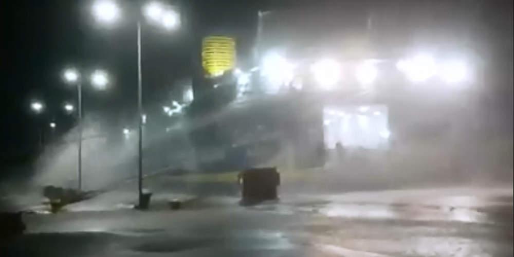 Απίστευτο βίντεο: Πλοίο αγκομαχεί να μείνει δεμένο στο λιμάνι της Ραφήνας λόγω των ισχυρών ανέμων