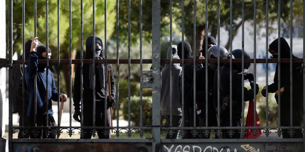 Βία στα Πανεπιστήμια: Εξωπραγματικές προτάσεις της «Επιτροπής Παρασκευόπουλου»