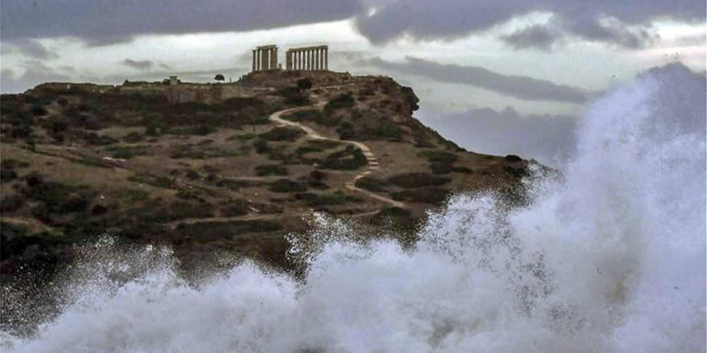 Εντυπωσιακές εικόνες από το Σούνιο: Ο Ποσειδώνας επισκέφτηκε το ναό του!