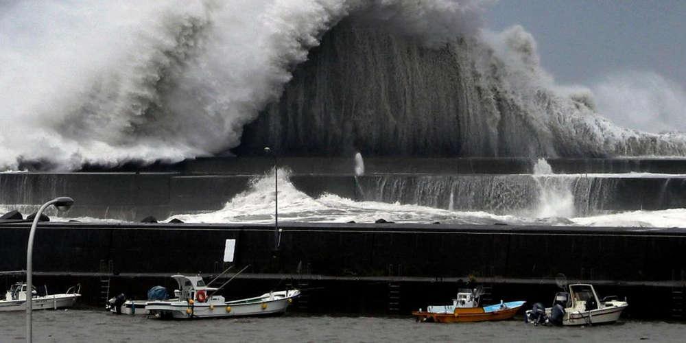 Ο τυφώνας Τζέμπι σαρώνει την Ιαπωνία - Τουλάχιστον έξι νεκροί [βίντεο]