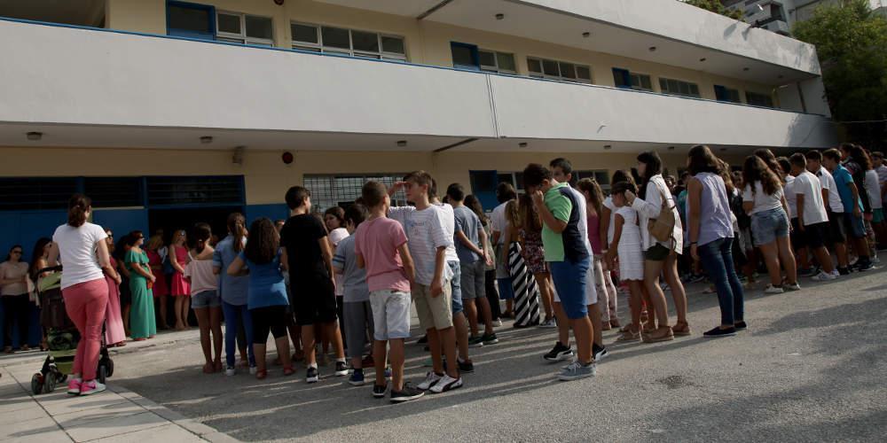 Σάλος στην Θεσσαλονίκη με τον τραυματισμό μαθητών από πτώση ανεμιστήρα σε σχολείο