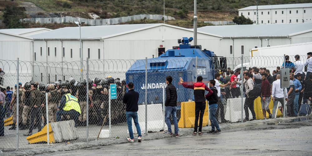 Εργοτάξιο ντροπής με νεκρούς και φυλακίσεις σε αεροδρόμιο στην Τουρκία