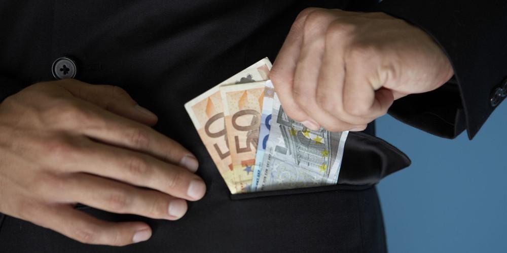 ΔΝΤ: Η διαφθορά κοστίζει 1 τρισεκατομμύριο δολάρια ετησίως σε φορολογικά έσοδα