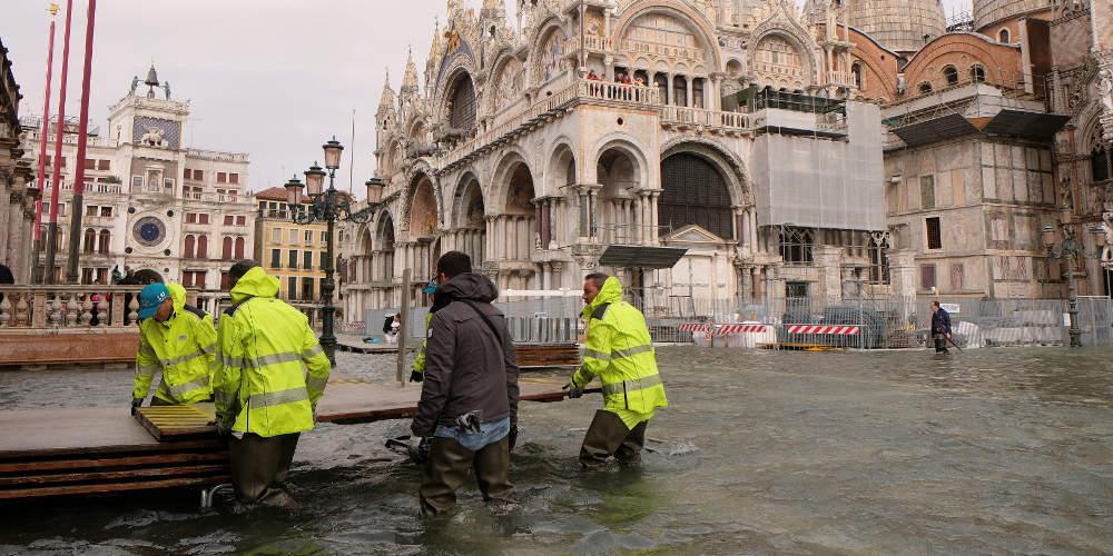 Τουλάχιστον 18 νεκροί και μεγάλες καταστροφές από την κακοκαιρία στην Ιταλία
