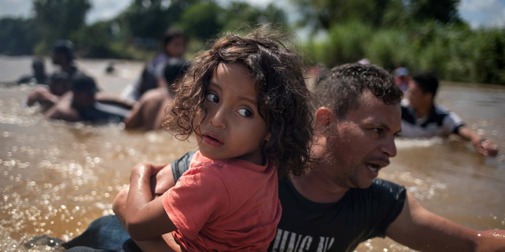Επιχείρηση «Πιστός Στρατιώτης»: Στρατόπεδα συγκέντρωσης για το καραβάνι των μεταναστών ετοιμάζει ο Τραμπ