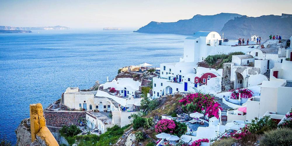 «Χρυσή ευκαιρία για τους Έλληνες να επισκεφτούν φέτος τη Σαντορίνη»