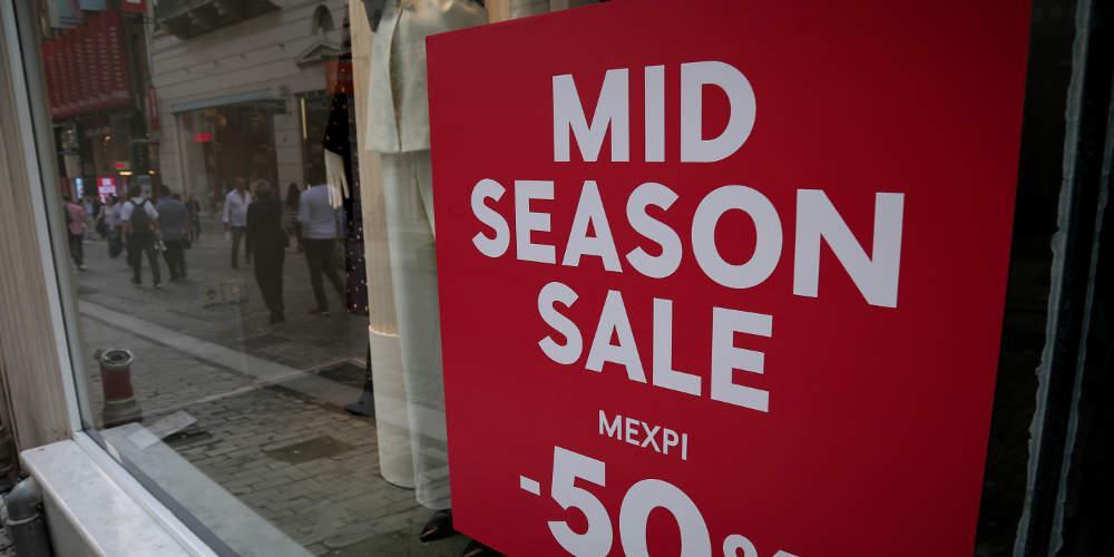 Αρχίζουν την Πέμπτη οι ενδιάμεσες εκπτώσεις με ανοιχτά μαγαζιά και την Κυριακή