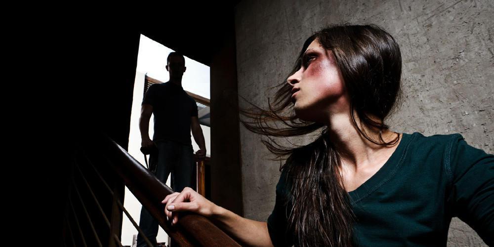 Βασάνισε τη σύντροφό του και της έκοψε τα μαλλιά - Ξεκίνησε η δίκη στην Κρήτη