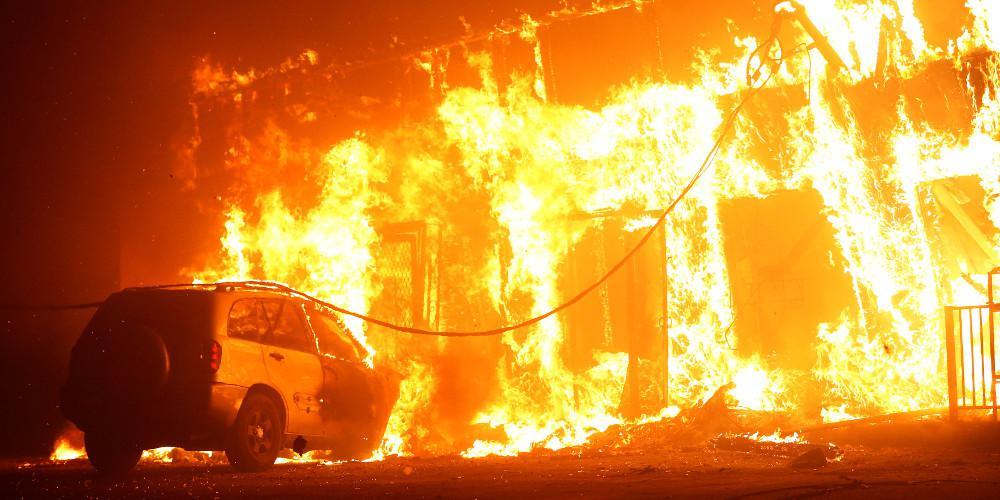 Ένας νεκρός από την πυρκαγιά στο Λος Άντζελες – Εκκενώνονται σπίτια