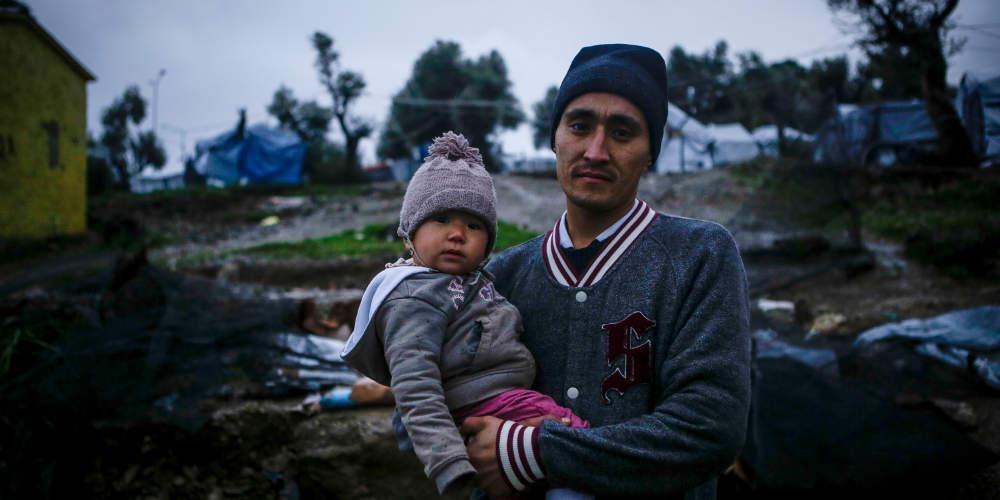 Δημοσίευμα-καταπέλτης: Οι πρόσφυγες ζουν στην Ελλάδα με σκουπίδια, αρουραίους και κατσαρίδες