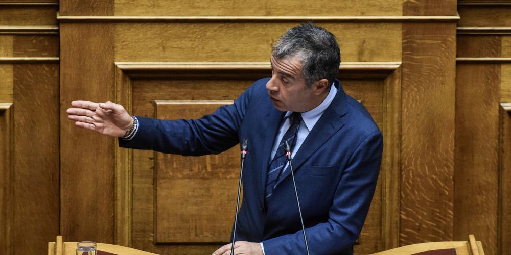 Θεοδωράκης για Συνταγματική Αναθεώρηση: Στη Βουλή επικρατεί το κομματικό συμφέρον