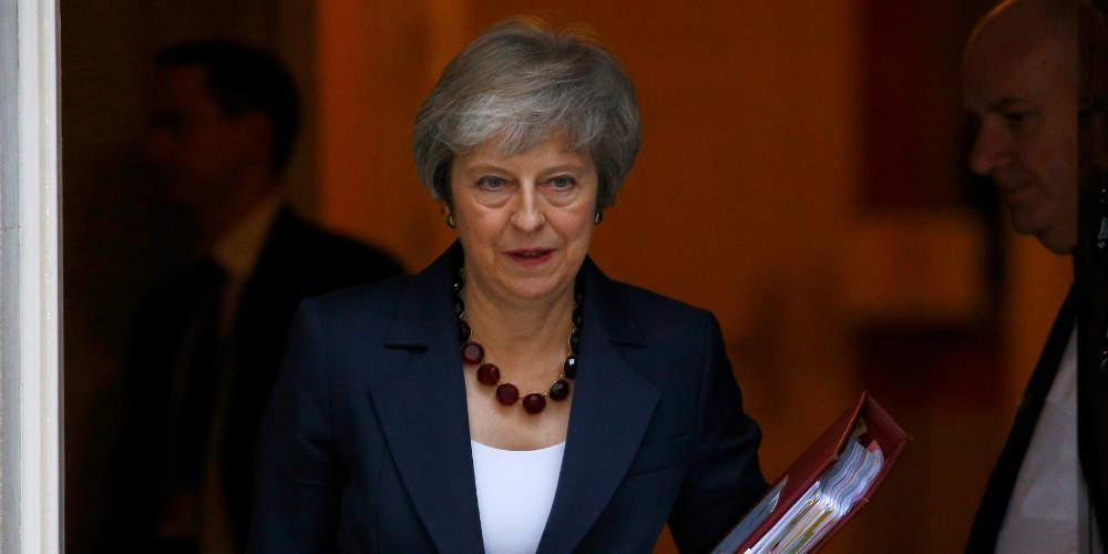 Ασφυκτικές πιέσεις στη Μέι για να τροποποιήσει το σχέδιο συμφωνίας για το Brexit