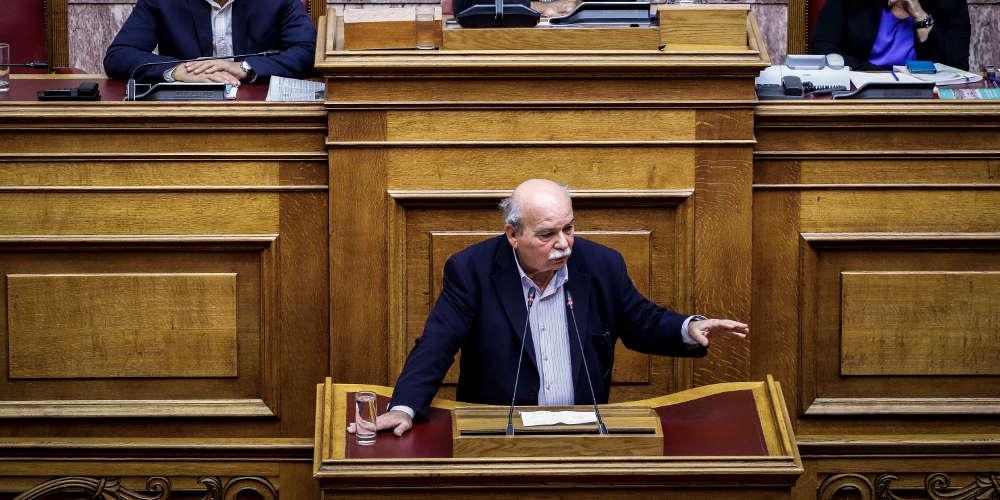 Τώρα ο Βούτσης λέει ότι ήταν λάθος του ΣΥΡΙΖΑ οι μετατάξεις στη Βουλή