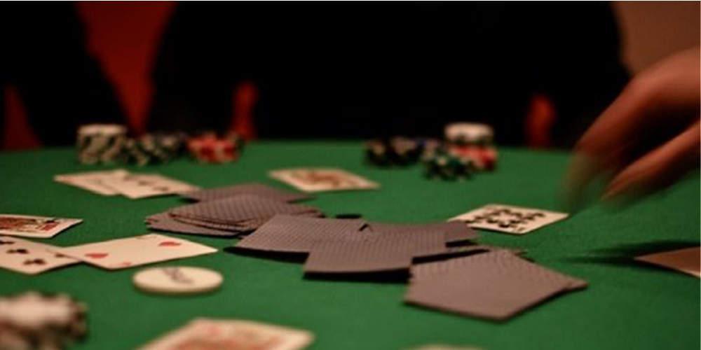 Χριστούγεννα στα κρατητήρια για 20 παράνομους χαρτοπαίκτες στην Κρήτη