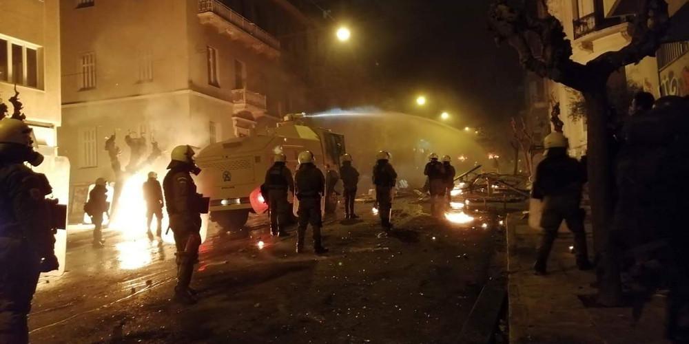 Οι «αύρες» της αστυνομίας στα Εξάρχεια [εικόνες & βίντεο]