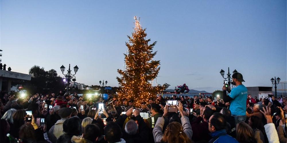 Άναψε το χριστουγεννιάτικο δέντρο στο Μάτι - Συγκλονίζουν οι μαρτυρίες των εγκαυματιών