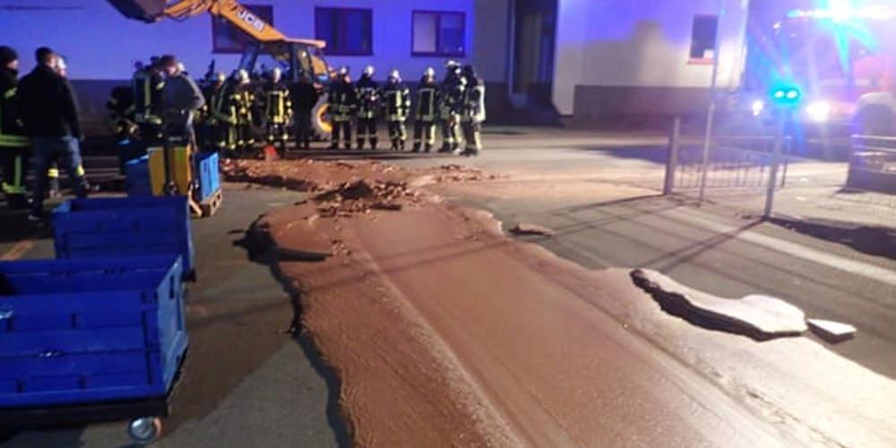 Διαρροή εργοστασίου στη Γερμανία έστρωσε το πεζοδρόμιο με σοκολάτα[εικόνες]