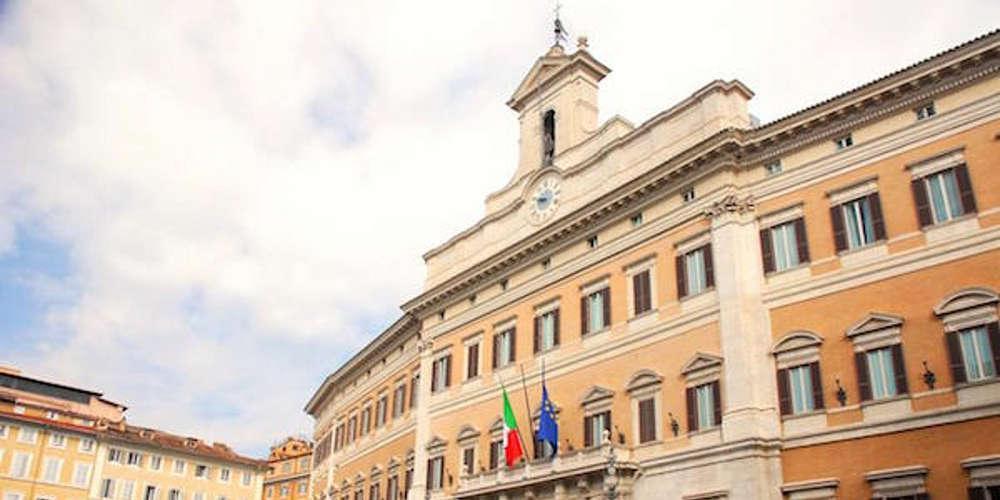 Μειώνονται οι γερουσιαστές στην Ιταλία για να εξοικονομηθούν χρήματα