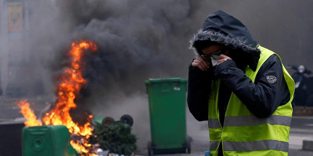 Σε στάβλους αλόγων έβαλε η βελγική αστυνομία διαδηλωτές με κίτρινα γιλέκα