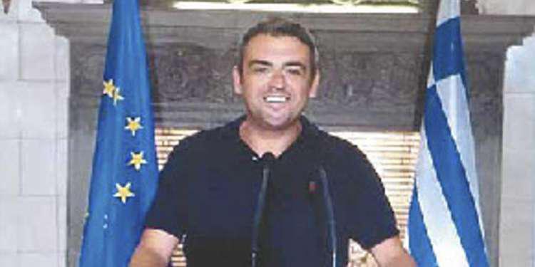 http://www.kathimerini.gr/999505/gallery/epikairothta/ellada/anavei-apoye-to-xristoygenniatiko-dentro-sto-syntagma