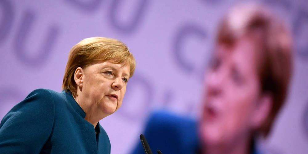 Μήνυμα Μέρκελ υπέρ της Δημοκρατίας στην μέρα γερμανικής ενότητας