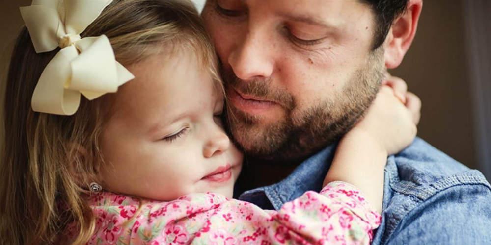 Λιγότερο σεξιστές σύμφωνα με έρευνα οι άνδρες που έχουν κόρες