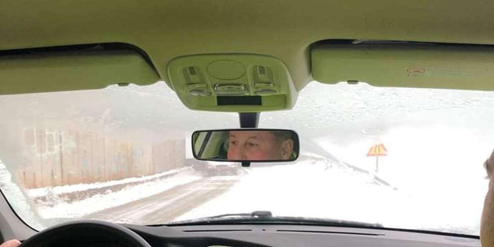 Εγκλωβίστηκε στα χιόνια ο Γερμανός πρέσβης - Με περιπολικό έφτασε στα Καλάβρυτα