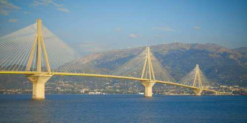 Λήξη συναγερμού στη γέφυρα Ρίου-Αντιρρίου: Μεταπείσθηκε ο άνδρας που απειλούσε να αυτοκτονήσει