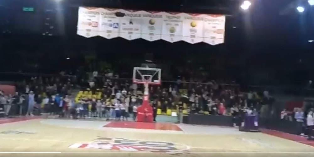 Ανατριχιαστικό βίντεο: Οι θεατές σε γήπεδο μπάσκετ του Στρασβούργου τραγουδούν τη «Μασσαλιώτιδα» [βίντεο]