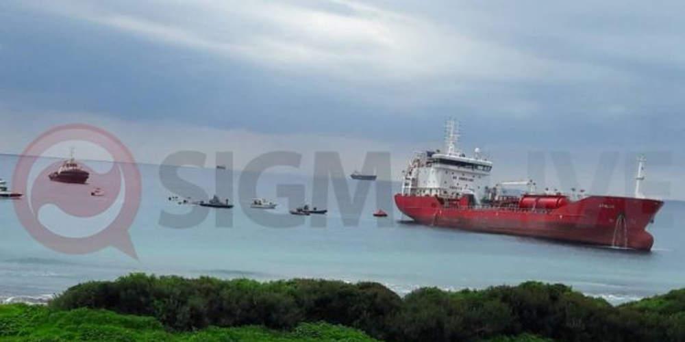 Ρυμουλκήθηκε το πετρελαιοφόρο «Άθλος» - Εκτός κινδύνου οι δύο Έλληνες ναυτικοί