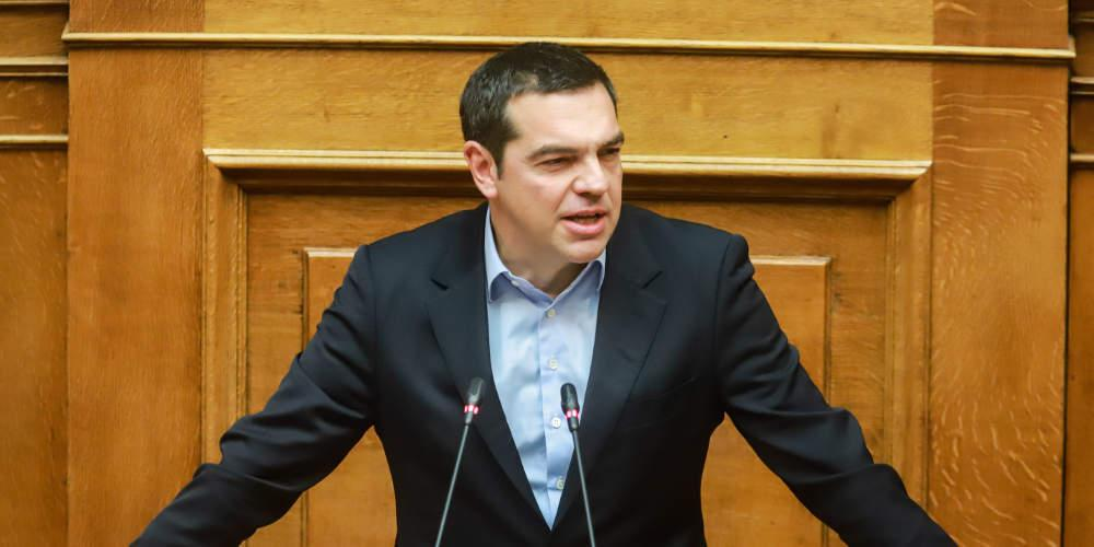 «Καθίστε, μιλά ο πρωθυπουργός!» - Ο Τσίπρας εκνευρίστηκε με τους βουλευτές της ΝΔ [βίντεο]