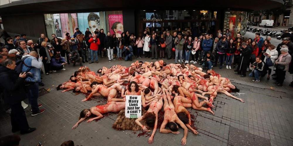 Πόσες ζωές για ένα παλτό; - Διαδηλωτές διαμαρτύρονται χωρίς ρούχα για τα δικαιώματα των ζώων [εικόνες & βίντεο]