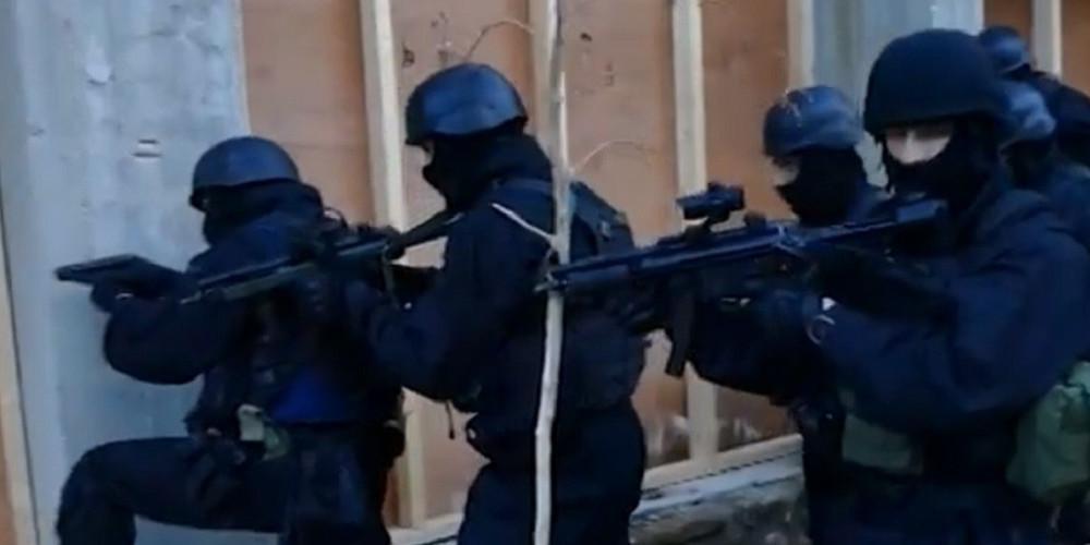Εντυπωσιακές εικόνες: Έτσι απελευθέρωσε τον Μιχάλη Λεμπιδάκη η ΕΛ.ΑΣ. [βίντεο]
