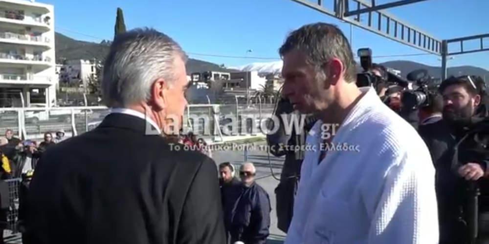 Απίστευτο: Έξω φρενών ο Γκλέτσος κατέβασε από εξέδρα πρώην υποψήφιο της ΝΔ [βίντεο]
