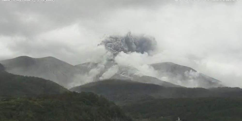 Η στιγμή που εκρήγνυται ηφαίστειο σε μικρό νησί της Ιαπωνίας [βίντεο]