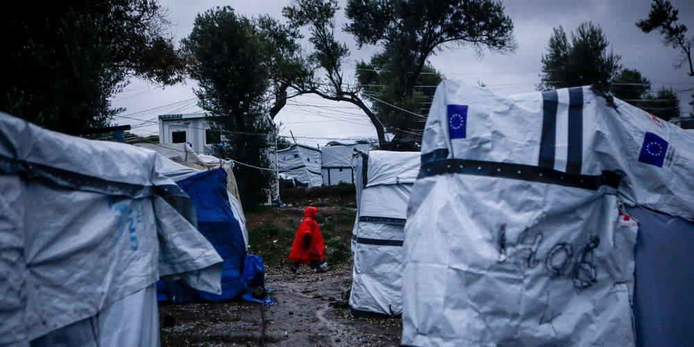 Guardian: ΟΗΕ: Εκκενώστε άμεσα τη Μόρια υπάρχει φόβος για πανδημία