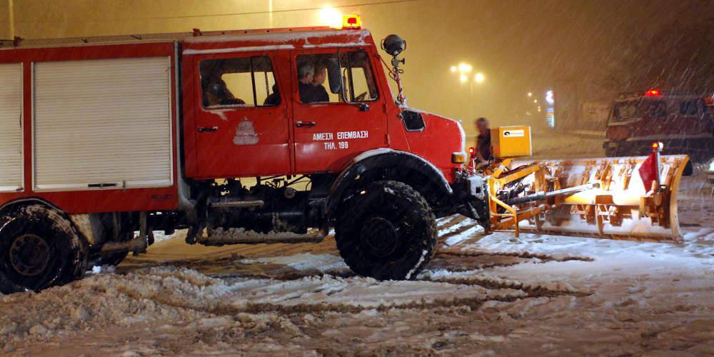 Τώρα: Έντονη χιονόπτωση και εγκλωβισμένα οχήματα προς Δομοκό