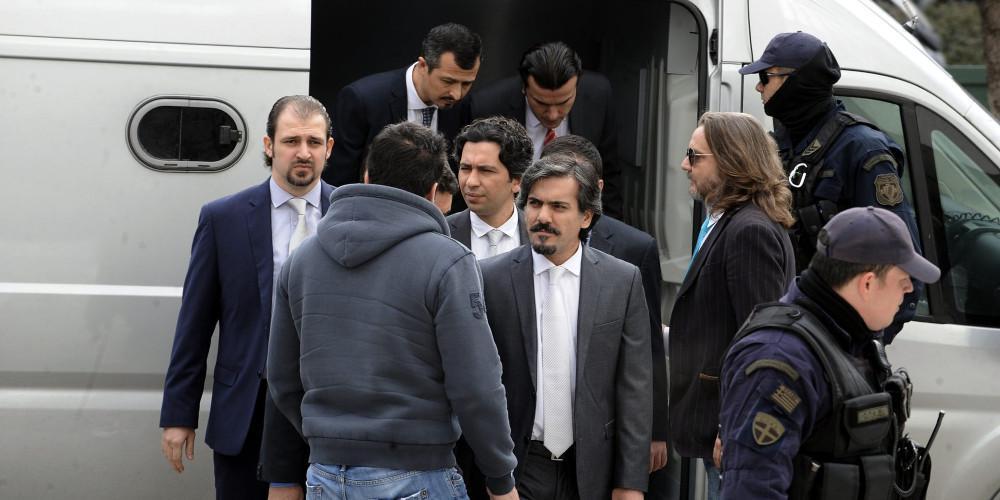 Αποκάλυψη: Μόλις 3 ΕΚΑΜίτες φρουρούν τους 8 Τούρκους στρατιωτικούς