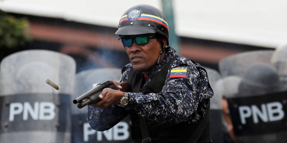 Ο Μαδούρο βαράει στο ψαχνό: Νεκρή μία γυναίκα από πυρά στα σύνορα της Βενεζουέλας