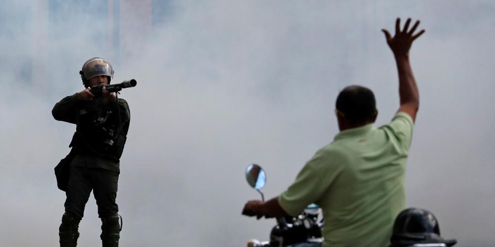 Χάος: Δεκάδες νεκροί και πολιτικός αναβρασμός στην Βενεζουέλα
