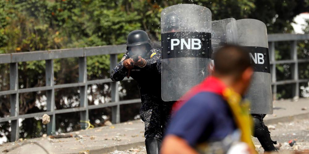 Χάος στην Βενεζουέλα: Ο Γκουάιντο αυτοανακυρήχθηκε πρόεδρος, οι νεκροί αυξάνονται