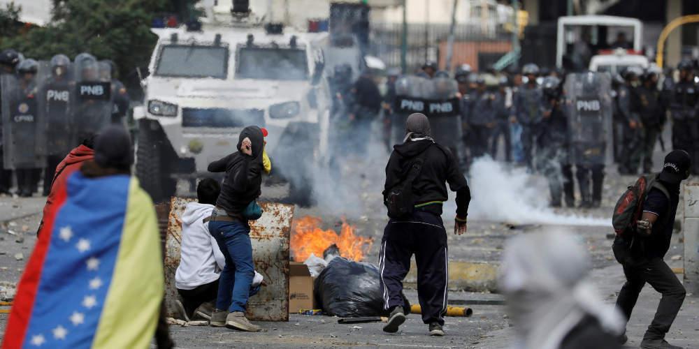 Άλλοι τρεις βουλευτές της αντιπολίτευσης στη Βενεζουέλα κατέφυγαν σε ξένες πρεσβείες