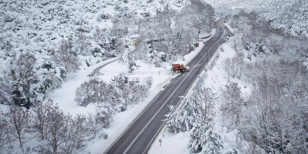 Πρόγνωση καιρού: Γρίφος για το που θα χτυπήσει ο χιονιάς την Ελλάδα - Καρέ - καρέ το βαρομετρικό χαμηλό [βίντεο]