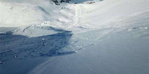 Γιγαντιαία χιονοστιβάδα έκλεισε αναβατήρα στο χιονοδρομικό κέντρο Καλαβρύτων [εικόνες]